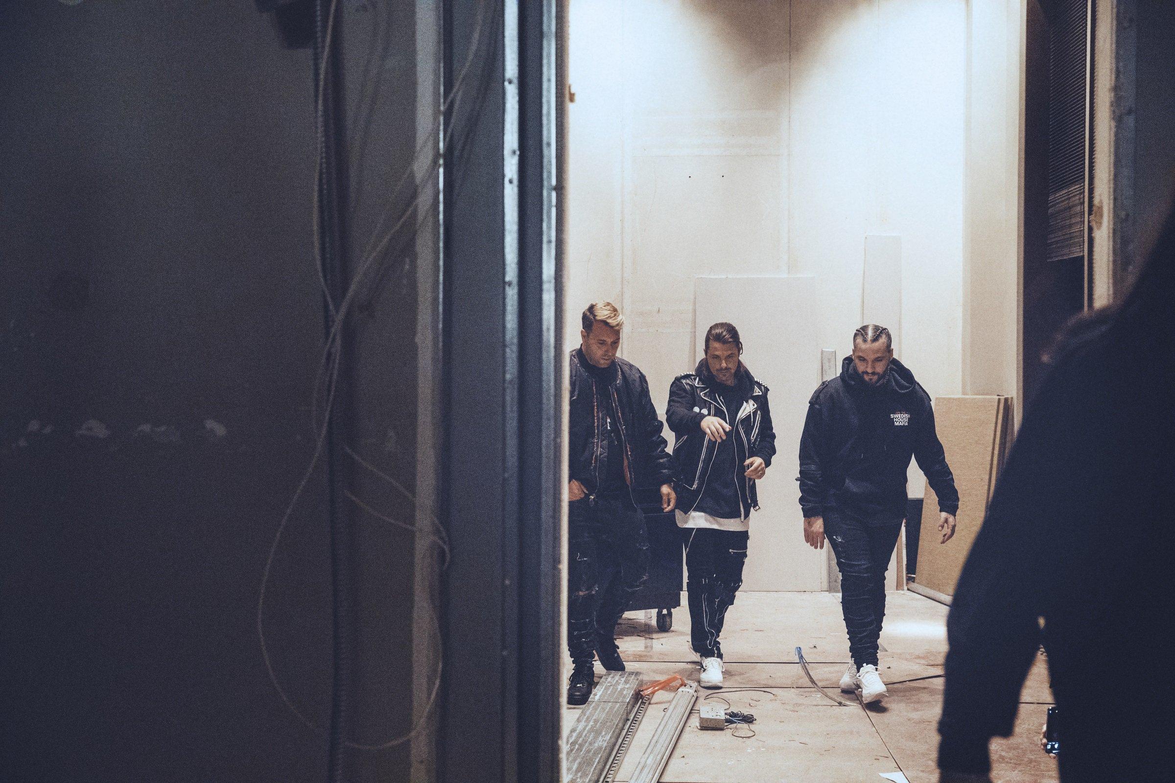 Шведский диджейский коллектив Swedish House Mafia теперь официально подтвердили свое объединение. Трио, состоящее из Axwell, Себастьяна Ингроссо и Стива Анжелло, отыграло сет на фестивале Ultra Music, который прошел в Майями в минувшие выходные.