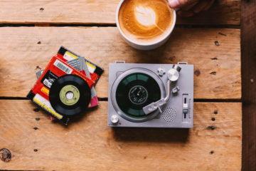 Crosley Radio выпустит 8-Ban-проигрыватель для трехдюймовых пластинок